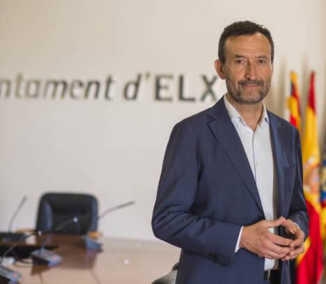 """El alcalde considera que Fran Escribá llega al Elche C.F. """"en un momento en el que todavía hay margen para la permanencia"""""""