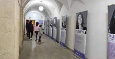 """Casa de la Dona pone a disposición de los centros educativos la exposición """"Mujeres Escritoras"""" e impulsa junto a la UMH dos cursos gratuitos online para promover la igualdad de género"""