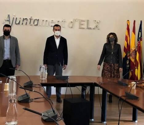 La nueva junta directiva de ELCHE PIENSA muestra en el Ayuntamiento su voluntad de colaboración en proyectos de desarrollo para el progreso del municipio