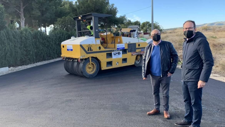 El Ayuntamiento avanza en su Plan de Asfaltado actuando en el camino de Carrillo y en la Ronda Oeste