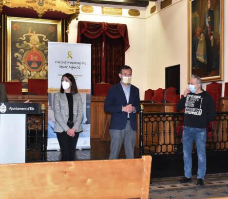 El Ayuntamiento de Elche conmemora el Día Internacional del Cáncer Infantil con un vídeo en el que aparecen los familiares de menores afectados por la enfermedad