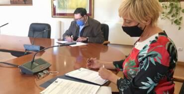 El Ayuntamiento y la UNED firman el convenio 'Universidad Abierta' para la formación de personas mayores de 55 años