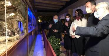 La inauguración del Belén municipal en el Hort del Xocolater y la celebración del pregón en el Gran Teatro dan la bienvenida a la Navidad