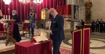 El alcalde de Elche asiste a la toma de posesión de Joaquín Martínez como presidente de la Semana Santa