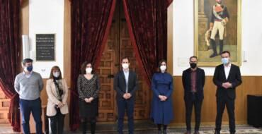 El Ayuntamiento conmemora el 150 aniversario del nombramiento de Elche como ciudad con una placa en homenaje al monarca Amadeo I de Saboya