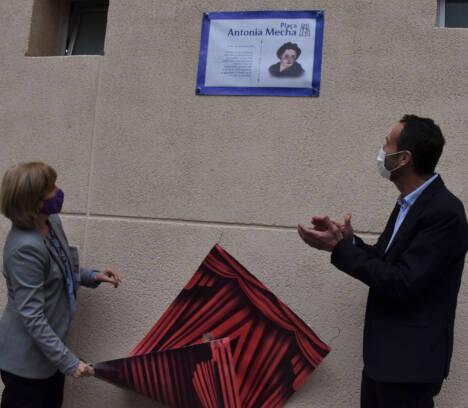 El Ayuntamiento de Elche apoya una iniciativa feminista en el instituto de Carrús