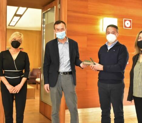 El Alcalde de Elche recibe a José Tomás Pastor, profesor finalista en los premios Mejor Docente de España 2020