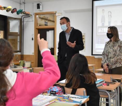 Cerca de 600 alumnos y alumnas se benefician de clases de apoyo en sus centros gracias al programa 'Fem Escola'