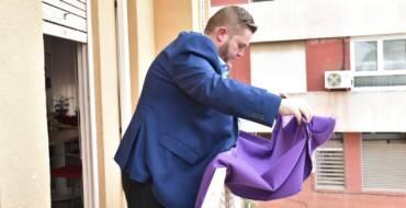 El Ayuntamiento invita a la ciudadanía en engalanar sus balcones de violeta con motivo del 8M