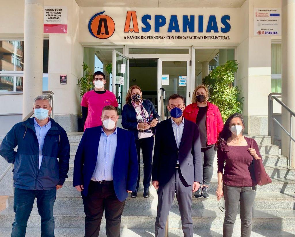 El Ayuntamiento cede dos locales a Aspanias para impulsar un nuevo servicio de Atención Temprana en Altabix y destina 110.000 euros para la creación de su nueva residencia