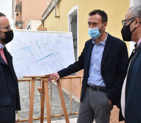 Impulso a la modernización de la vía pública en Torrellano con obras de renovación de aceras, de mejora de asfaltado y de la red de agua potable