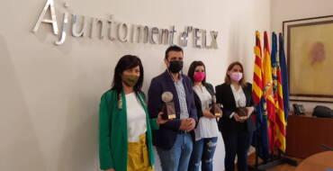 El Ayuntamiento entrega los premios a las iniciativas emprendedoras del mes