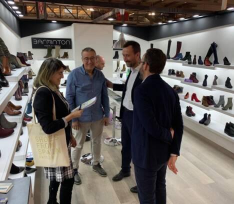 El alcalde plantea al Gobierno que despliegue una acción de diplomacia económica para evitar los aranceles de Estados Unidos en el calzado
