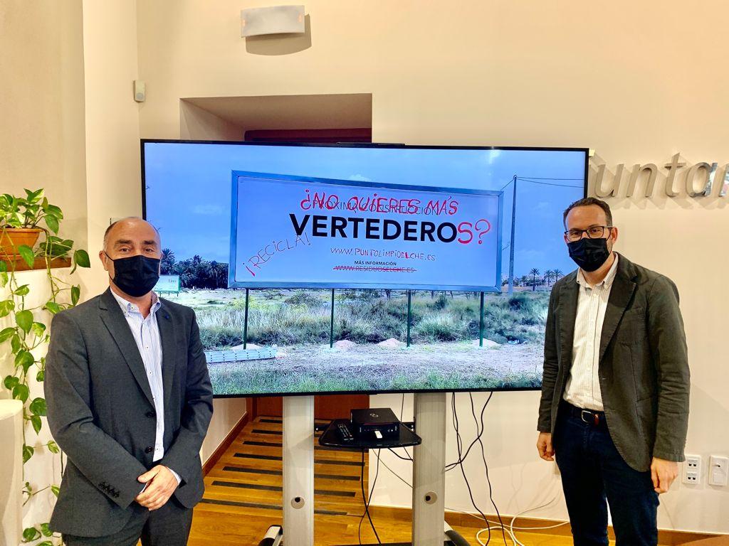 El Ayuntamiento de Elche anuncia un falso vertedero en una valla publicitaria para concienciar sobre el reciclaje