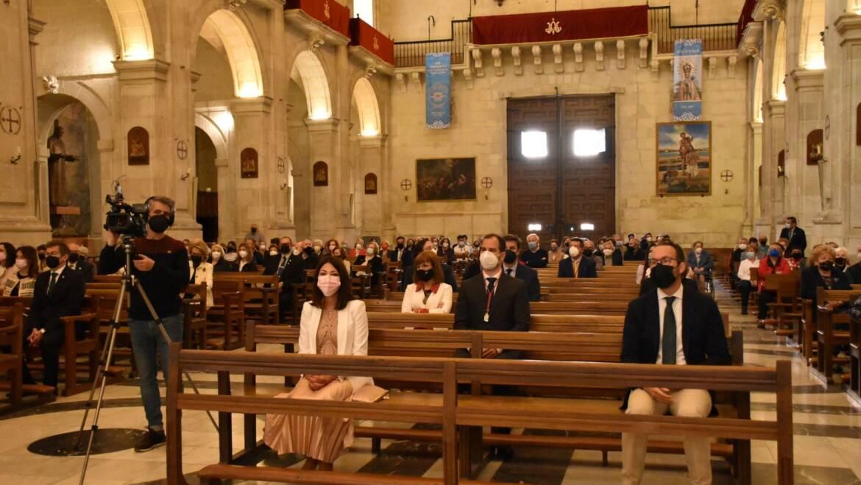 La concejala de Fiestas apoya la Semana Santa en la Eucaristía del Domingo de Resurrección