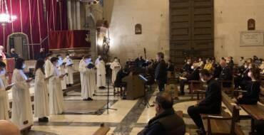 El alcalde asiste al concierto de Semana Santa de la Capella y la Escolanía del Misteri