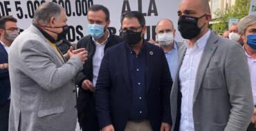 El alcalde de Elche hace un llamamiento al diálogo y a evitar la lucha de partidos en la concentración de Alicante contra los recortes del Trasvase Tajo-Segura