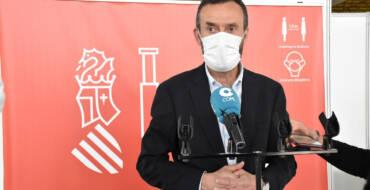 El alcalde anima a la población a seguir vacunándose y recuerda que la Generalitat ha habilitado transporte gratuito para acudir a IFA