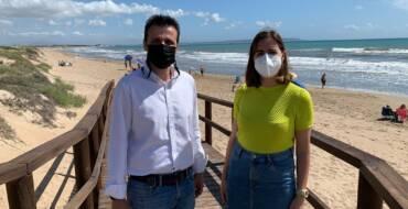 Elche declara todas sus playas libres de humo para proteger el medioambiente y la salud humana
