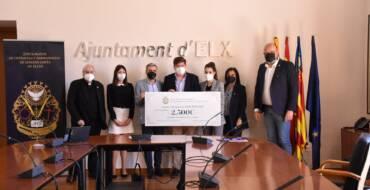 El Ayuntamiento y la Junta Mayor de Cofradías destinan 5.000 euros de la subasta benéfica 'Ars et Caritas' a las asociaciones Conciénciate y Aspanias