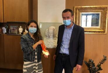 El alcalde recibe a Isabel Sánchez-Arán, ganadora en el campeonato de España de 'APNEA indoor' de este año en Pontevedra