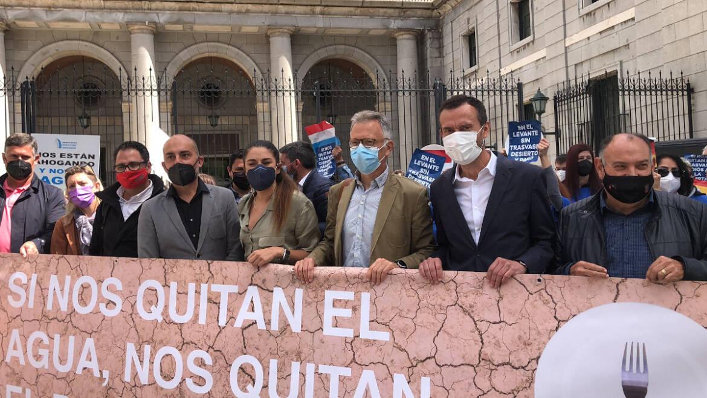 L'alcalde d'Elx i la consellera d'Agricultura recolzen a Madrid els regants en defensa del transvasament del Tajo-Segura