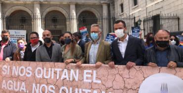 El alcalde de Elche y la consellera de Agricultura apoyan en Madrid a los regantes en defensa del trasvase del Tajo-Segura