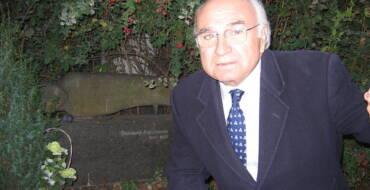 Elche se suma al luto por el fallecimiento del poeta valenciano Francisco Brines
