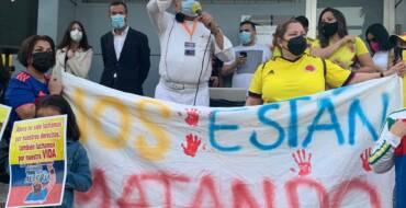Carlos González apoya las protestas de la comunidad colombiana en Elche frente a la brutal represión policial en su país
