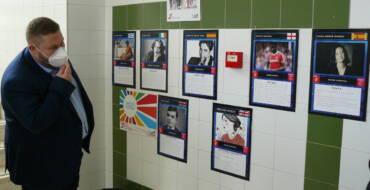 El IES Severo Ochoa conmemora el Día de Europa con una exposición que homenajea el talento inclusivo de mujeres, personas LGTB y con diversidad funcional