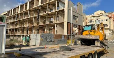 Empiezan las obras de derribo del Hotel de Arenales del Sol