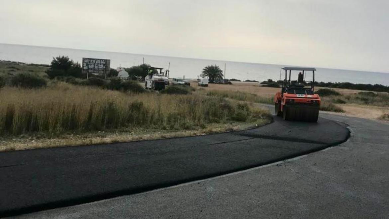 Continúa la mejora de la imagen de Arenales del Sol con las obras de renovación del asfaltado