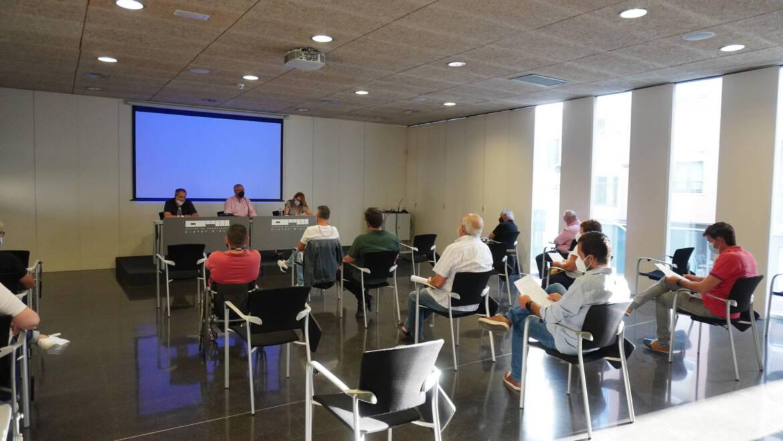 Reunión informativa sobre el plan de ayudas económicas para los clubes deportivos con participación en competiciones nacionales.