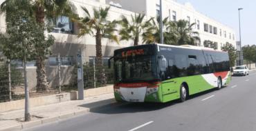 El Ayuntamiento de Elche prorroga un año más la exención del Bus Lliure para el próximo curso escolar