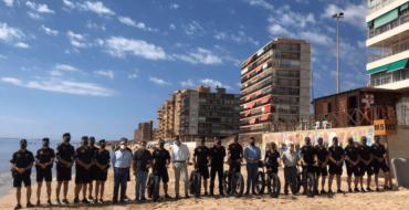 La Policía Local de Elche despliega un dispositivo de más de 40 agentes para velar por la seguridad en la playa durante la temporada estival