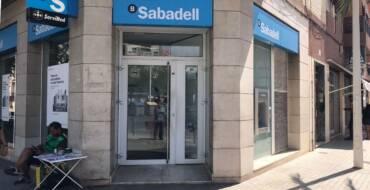 L'alcalde planteja al banc Sabadell que reconsidere el tancament de l'oficina de l'Altet