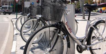 Movilidad regala bonos semanales gratuitos del servicio de alquiler de Bicielx para celebrar el Día de la Bicicleta