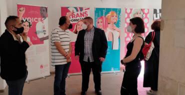 Las vidas de veinte referentes del colectivo LGTBI se dan cita en la exposición 'Voices'