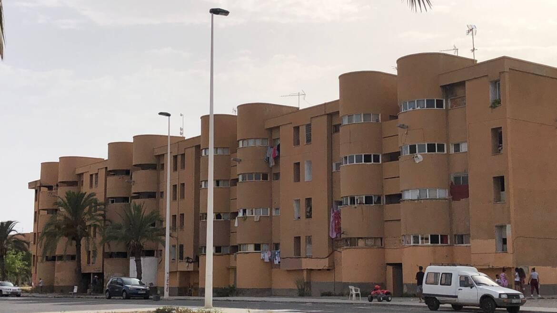 El Ayuntamiento da la licencia para el derribo de dos bloques desalojados de Palmerales con el fin de favorecer la normalización del barrio
