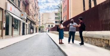 El carrer Sant Vicent obri al trànsit després de l'ampliació de la vorera