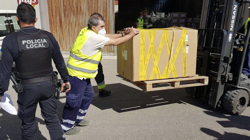 La Policía Local intercepta un vehículo que portaba 51 paquetes de tabaco de contrabando