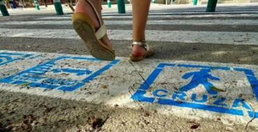 Pictogramas en los pasos de peatones para caminar hacia un municipio más inclusivo