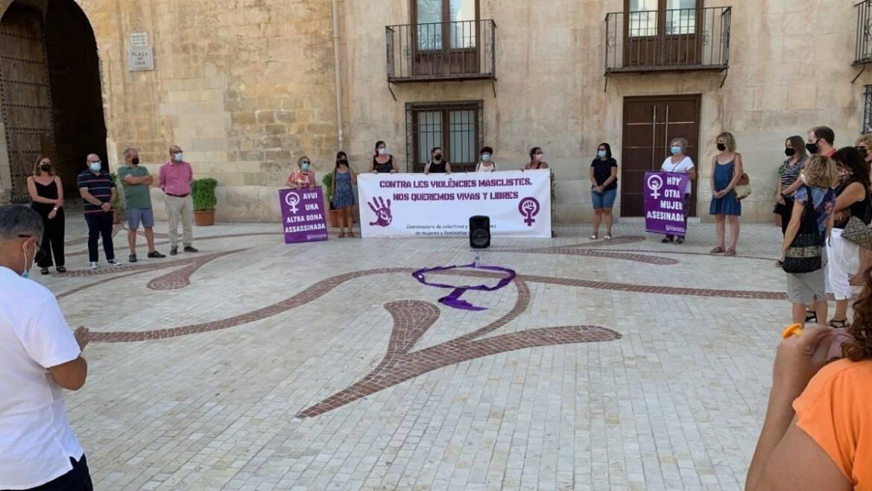 El Ayuntamiento de Elche se suma a las manifestaciones en contra de la violencia machista y para pedir protección para las mujeres afganas y sus familias