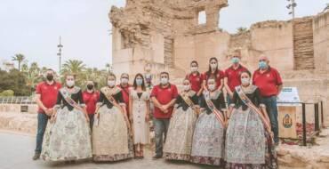 """Un mosaico floral y un ninot conmemoran junto al Museo Arqueológico la """"Batalla de Flores"""""""