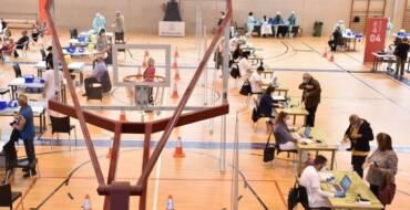 El Ayuntamiento y la Conselleria de Sanidad habilitan dos días de puertas abiertas para la vacunación sin cita en el Polideportivo El Toscar