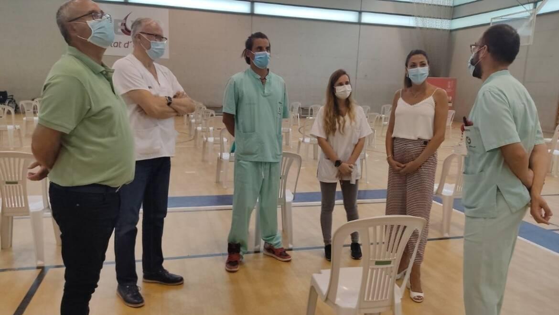 Los concejales de Sanidad y de Deportes visitan el nuevo centro de vacunación en el polideportivo del Toscar