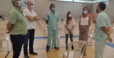 Els regidors de Sanitat i d'Esports visiten el nou centre de vacunació al poliesportiu d'El Toscar