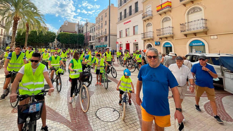Más de dos centenares de personas participan en una marcha ciclista urbana con motivo de la Semana de la Movilidad