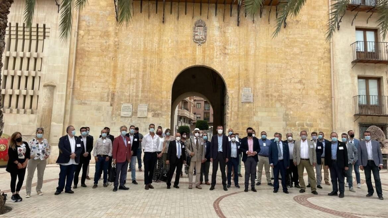 El alcalde y el concejal de Turismo reciben a representantes de sumilleres de toda España con motivo de la celebración de la asamblea nacional en Elche