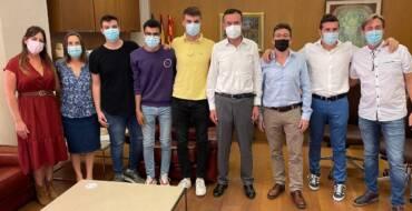 L'alcalde rep els alumnes guanyadors del premi 'Sapiència' pel seu estudi sobre l'efecte tòxic de metalls pesats sobre el creixement vegetal